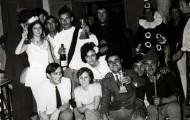 Foto de Mayorga con miembros de la chispa disfrazados