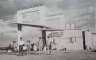 Foto de la familia Fernandez-Marcos en la Gasolinera de Mayorga