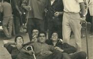 Foto de un grupo de amigos en la plaza de toros de Mayorga