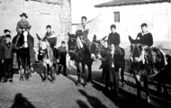 Foto de mayorganos celebrando San Antón subidos en sus monturas