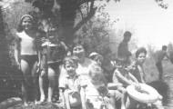 Foto de la familia Fernandez-Marcos en el río Cea de Mayorga