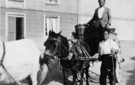 Foto de un carro y unas mulas