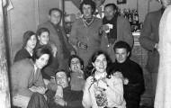Foto de la celebración de la Nochevieja en Mayorga. Muchos de la Peña el Silencio. 1976
