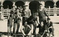 Foto de un grupo de amigos en las fiestas de Mayorga en 1967