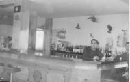 Hombres en la gasolinera Mayorga 1976