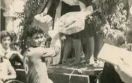 Ciclista recibiendo el premio en Mayorga 1966