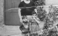 En el patio de Anita Pastrana Mayorga 1974