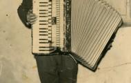 Jose Manuel Trigueros con un acordeón