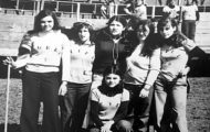 Grupo de chicas mayorganas en la plaza de toros de Mayorga. 1978