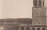Iglesia del Salvador con torre y Acción Católica